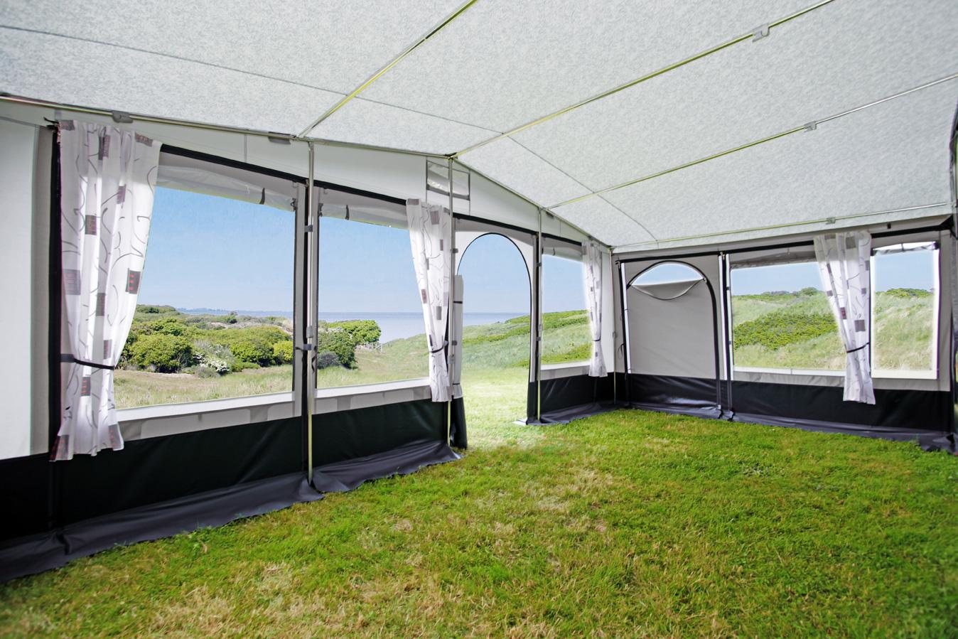 ... 300 cm Bodentiefe bietet freie Gestaltungsmöglichkeiten. Exklusiver Wohnkomfort durch rundum großzügige Fensterflächen.
