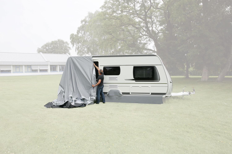 1. Schritt: Zelt einziehen.